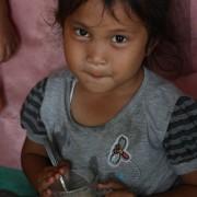 Danau Toba, Sumatra, córka lokalnego artysty-plastyka