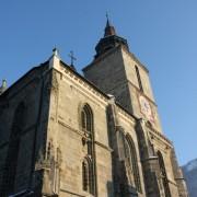 czarny kościół, w tle przypomnienie, gdzie jesteśmy