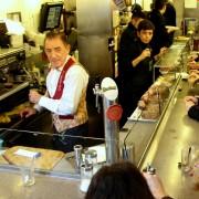 nie samą sztuką człowiek. bar Pinotxo na targu La Boqueria - jedzenie w takim ścisku jest nie na moje nerwy.