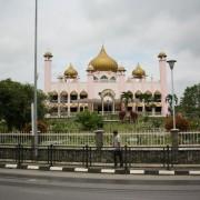 Kuching, meczet, człowiek